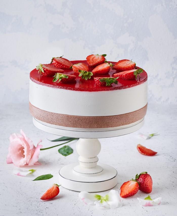 Торт Полунично-Йогуртовий - фото